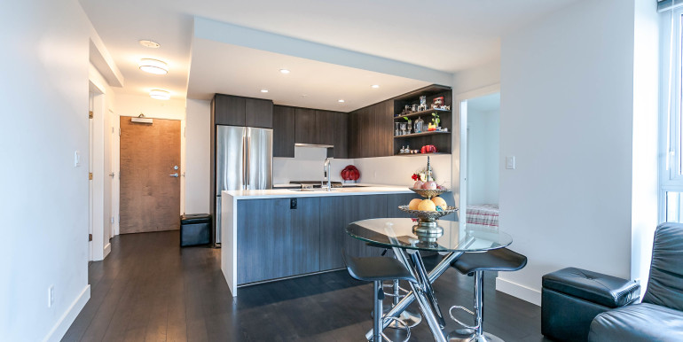708-8288-granville-ave-print-009-1-dining-roomkitchen-3861x2574-300dpi
