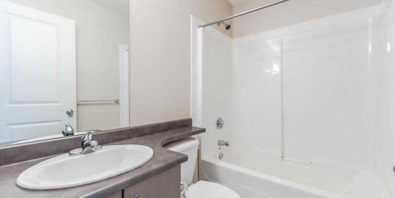 38 15075 60 Ave Surrey BC V3S-large-019-11-Bathroom-1500x1000-72dpi