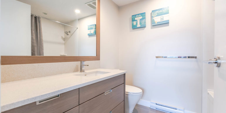 2905 2077 Rosser Ave Burnaby-print-018-12-Bathroom-3861x2574-300dpi