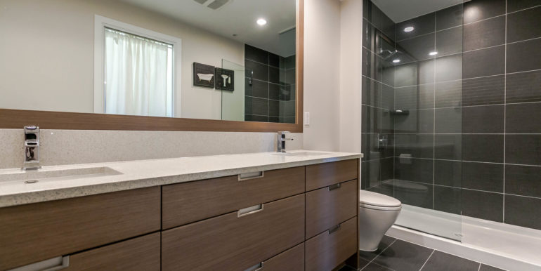 2905 2077 Rosser Ave Burnaby-print-020-6-Bathroom-3861x2574-300dpi