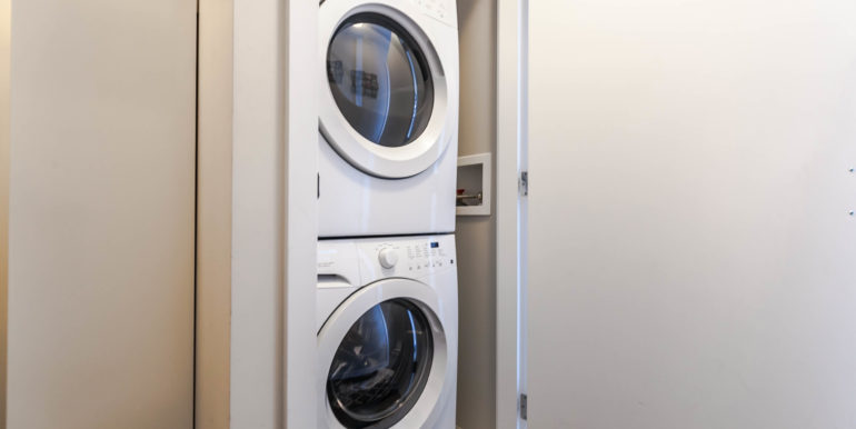 2905 2077 Rosser Ave Burnaby-print-021-15-Laundry-3861x2574-300dpi