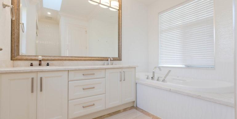 5161 Patrick St Burnaby BC V5J-print-015-7-Bathroom-3861x2574-300dpi