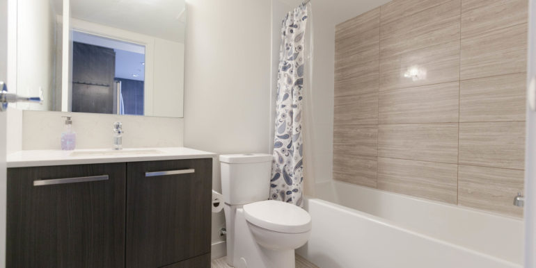 1006 8288 Granville Ave-print-016-19-Bathroom-3861x2574-300dpi