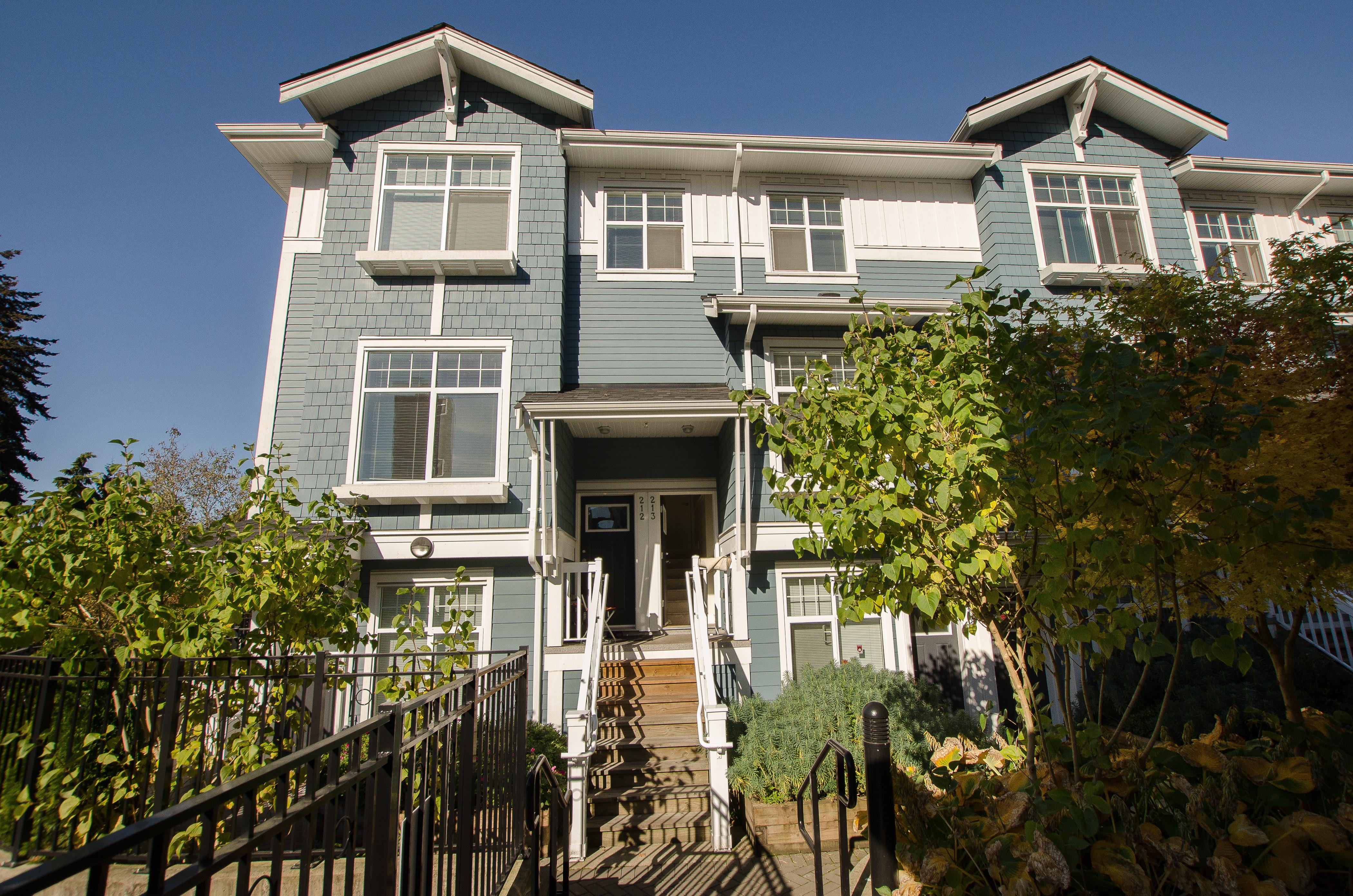 213-4255 Sardis St, Burnaby