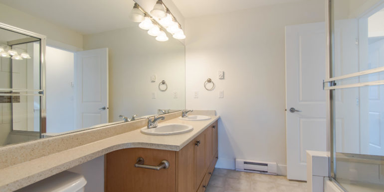 90 16233 83 Ave Surrey BC V4N-015-3-Bathroom-MLS_Size