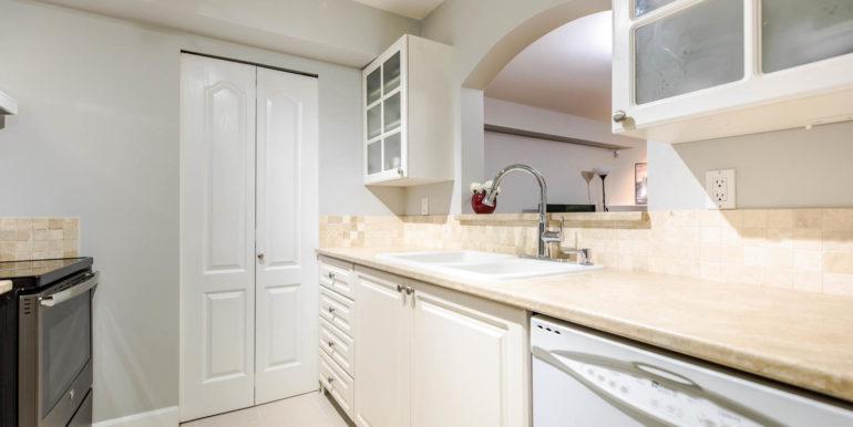 104 3733 Norfolk Street-large-002-003-Kitchen-1500x1000-72dpi