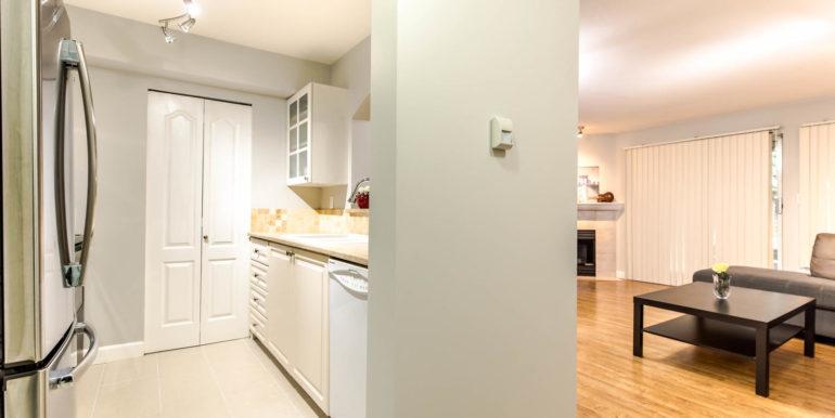 104 3733 Norfolk Street-large-009-009-Kitchen-1500x1000-72dpi