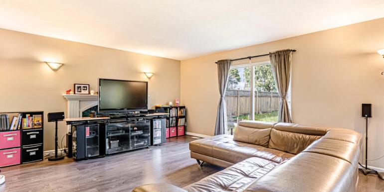 15737 109a Ave Surrey BC V4N-008-022-Living Room-MLS_Size