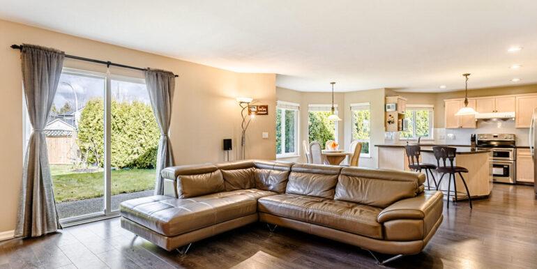 15737 109a Ave Surrey BC V4N-009-001-Living Room-MLS_Size