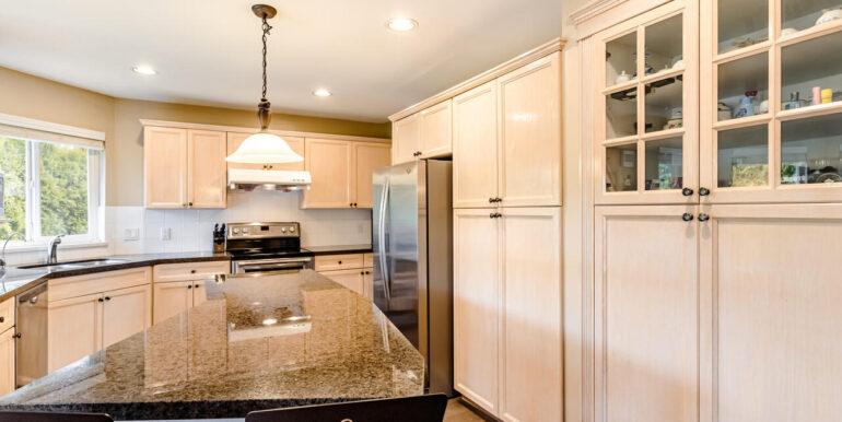 15737 109a Ave Surrey BC V4N-011-010-Kitchen-MLS_Size