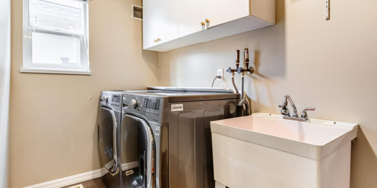 15737 109a Ave Surrey BC V4N-028-016-Laundry-MLS_Size